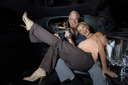 4 Reasons to Get a Limo for Your Anniversary